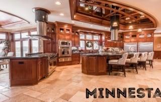 Vacation Home kitchen. Text: Minnestay.